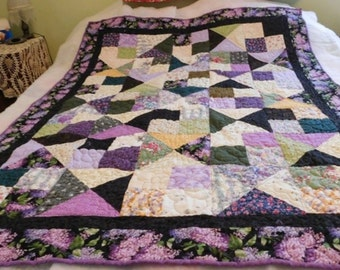 Handmade,Beatuiful, Colorful Purple Quilt, handcrafted, custom made, unique, American, Lilac Flowers, matching pillowcases, yellow, green