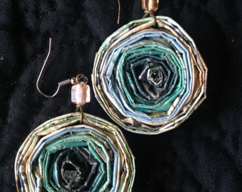 n. 23 LIGHT TEAL & BROWNS Round coiled recycled paper pierced earrings with glass beads