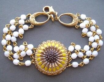 Sunflower Jewelry - Flower Bracelet - Sunflower Bracelet - Button Jewelry - Beaded Bracelet - Sunflower Jewellery - Gardener Gift - Romantic