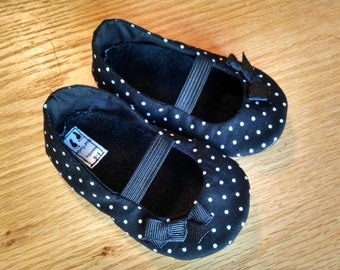 Black polka dot mary janes with bows for baby girls size 4/ 6-12 months