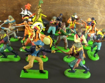 Britains Play Figures 1971 - Cowboys Indian Warriors Civil War Soldiers etc - 19 Pieces
