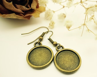 30 x Earring Blanks - Round Antique Bronze Tone Earrings - Fits 12mm Cabochon