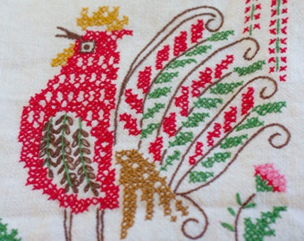 1950s Vintage Rooster Embroidered Tablecloth, Vintage Table Linen, Rectangle  Cloth, Red green Yellow, Country Kitchen Decor, Rooster Decor