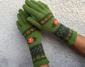 Green Florar Knitted Gloves - Rustic Vintage Accessory with embroidery