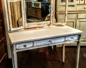 Vintage Vanity Desk/Dressing Table/Distressed Dresser/Chicken Wire Display