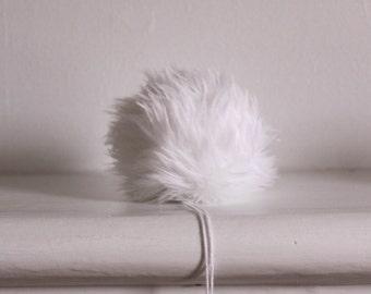 Polar Bear White Faux Fur Pompoms. Faux Fur Pompoms. White Faux Fur. Pompons en fourrure. Snap on pompom.