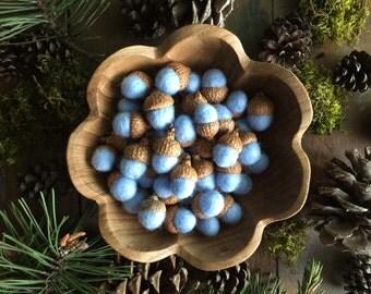 Felted wool acorns, Pastel Baby Blue, set of 50, boy baby shower decor, blue baby shower decoration, woodland wedding favor, blue felt acorn