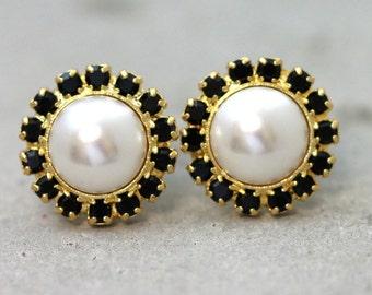 Pearl Earrings,Bridesmaids Pearl Earrings,Bridal Pearl Earrings,Bridal Earrings,Black and White Earrings,Gift For Her,White Pearl Earrings