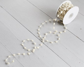 Pom Pom Garland - Natural Cream Wired Craft Trim, 25 Yard Spool