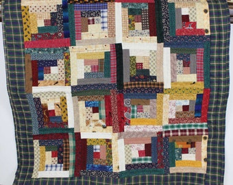 Vintage Quilt Wall Hanging - Log Cabin Pattern
