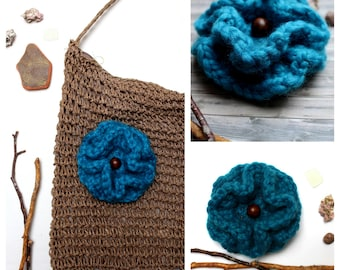 Flower crochet turquoise to decorate your bag