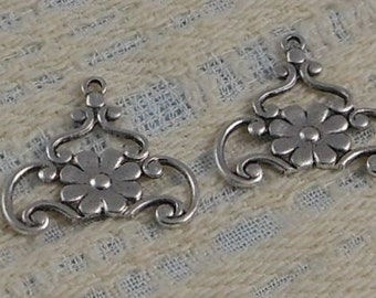 LuxeOrnaments Antiqued Silver Plated Brass Filigree Flower Pendant (Qty 2) 20x19mm G-07326-S