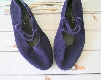 Vintage VELVET Flats....size 7 womens...purple shoes. 1970s flats. witch. retro. mod. fabric flats. wedding. boho. indie. twiggy. velvet.