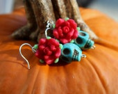 LOVE SALE Day of the Dead Skull and Rose Earrings in Turquoise and Red. Dia de los Muertos. Halloween.