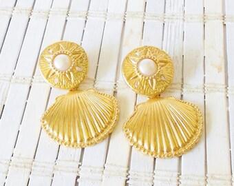 K.J.L. for Avon Seashell Clip Earrings, Royal Seas Collection, Kenneth Jay Lane,HTF, Designer signed, High End, Sand dollar, 1990's