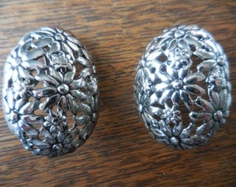 Vintage Silver Tone Oval Metal Open Work Flower Design Clip on Earrings Large 1970s to 1980s Retro Non Pierced