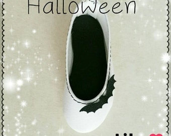 Special Halloween!! white shoes decorated with bat on box