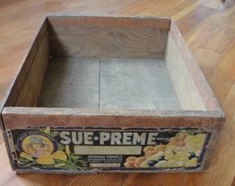 Vintage Sue-Preme brand wood fruit box