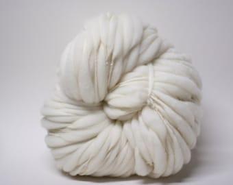 Handspun Thick and Thin Yarn Merino Wool SW Superwash Merino Slub tts Bulky Ecru White Natural Supersoft SWM 1601c