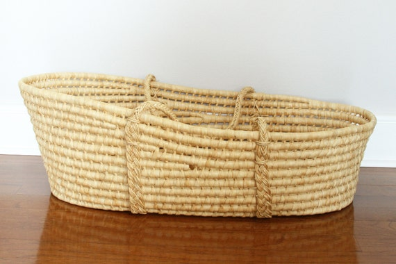 How To Weave A Moses Basket : Wicker moses basket woven bassinet with handles