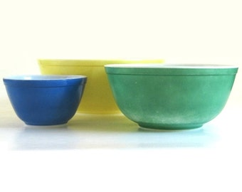 Primary Color Pyrex Mixing Bowl 404 Large Yellow, Med. Lg Green 403, Small Blue 401 from Primary Mixing Bowl Set, Pyrex Mixing Bowls (as-is)