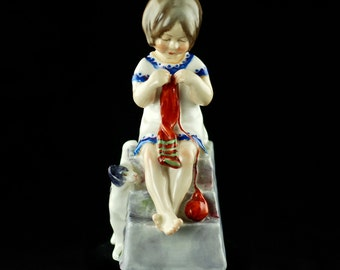 Vintage Royal Worcester Saturday's Child Works Hard for a Living Bone China Figurine #3262 Days of the Week