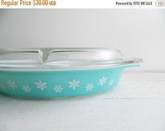 SALE Vintage Pyrex Turquoise Snowflake Divided Casserole