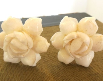 Vintage Celluloid Seashell Clip Earrings White 50's (item 26)
