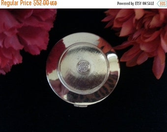 Christmas In July Sale Vintage Avon Compact * Avon Powder Compact Mirror Collectible * 1960's 1970's Vanity Home Decor * Avon Products Inc N
