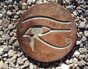 Eye of Horus, Statuary
