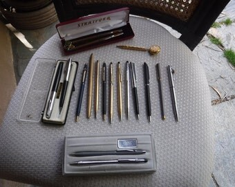 Vintage lot of pens and mechanical pencils 18