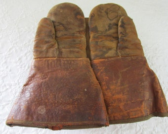 Vintage Men's Leather Farm Gloves/Rustic Farmhouse Display/Working Gloves/Wool Inserts/Worn Condition/Wonderful Patina