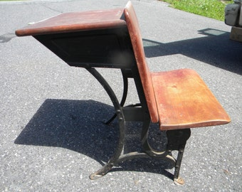 good solid shape vintage antique HEYWOOD WAKEFIELD youth SCHOOL desk  a1