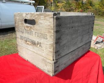 b2  good shape sturdy vintage antique 1950s wood UNGER fruit farm orchard advertising crate box BOYERTOWN pa