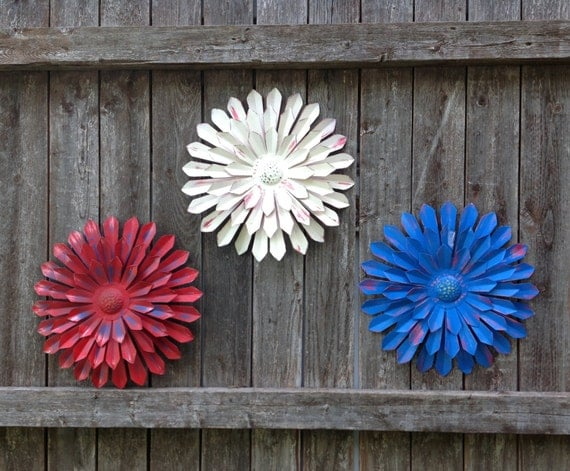 12 Metal Flower Wall & Fence Art Red-White-Blue
