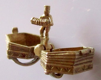Large 9ct Gold Accordion Chim Charm Opens