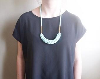 collier tressé avec tubes de laiton carrés / choississez votre couleur