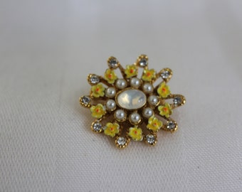 Sweet Yellow Daisy Rhinestone and Pearl Brooch