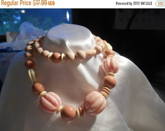 40% OFF SALE Avon Burst of Spring Plastic Bead Necklace in Pink Coral