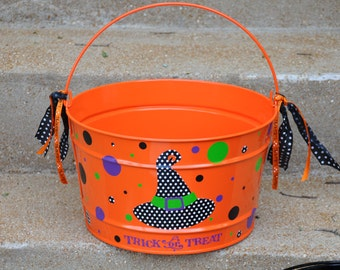 Halloween Candy Bucket/ Personalized Halloween Bucket/ Halloween/ Candy Bucket/ 16 quart bucket