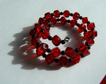 Vintage Cherry Red Glass Cube Beads w/ Black Spacer Beads Memory Wire Coil Bracelet (J-16-512)