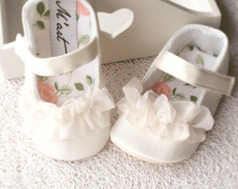Christening shoes, white baby shoes, baby girl shoes, flower girl shoes, ivory baby shoes toddler shoes infant shoes baptism