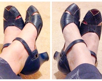 1930s Navy Blue Leather Peep Toe Heels / Art Deco Shoes / Size 6.5