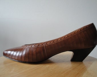 Vintage Ladies Brown Leather Shoes From the 1980s Size 7 N