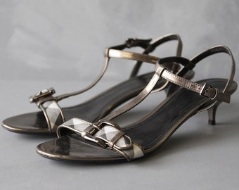 BURBERRY graphite grey leather nova check strappy T strap low kitten heel summer sandal shoes Size 9 39.5