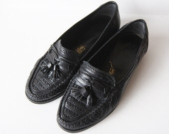 Vintage black Italian leather loafer slip on low heel shoes Size 36 6
