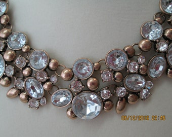 Rhinestone necklace in gold metal setting
