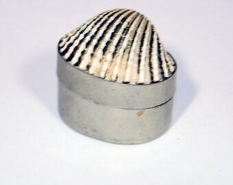 Vintage Small Clam Shell Trinket Pill Box // Sea Shell Metal Trinket Box // Ring Box Wedding Anniversary Gift // Coastal Beach Decor