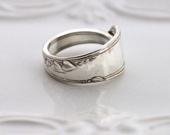 Spoon Ring, THUMB, Forefinger Ring - HEATHER aka MEADOWBROOK 1936 - Spoon Jewelry - Made In Usa - Size 12