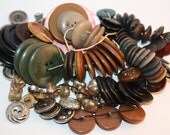 Vintage lot of over 500 Multi-Colored Buttons, Wood, Leather, Plastic, Shank, Great For Crafts, Projects, Design-Supply, Mid-Century, Repair